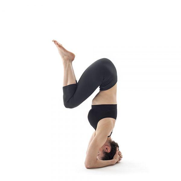 Como Hacer Yoga En Casa Para Reducir El Estrés Yoga Tree Pose Women