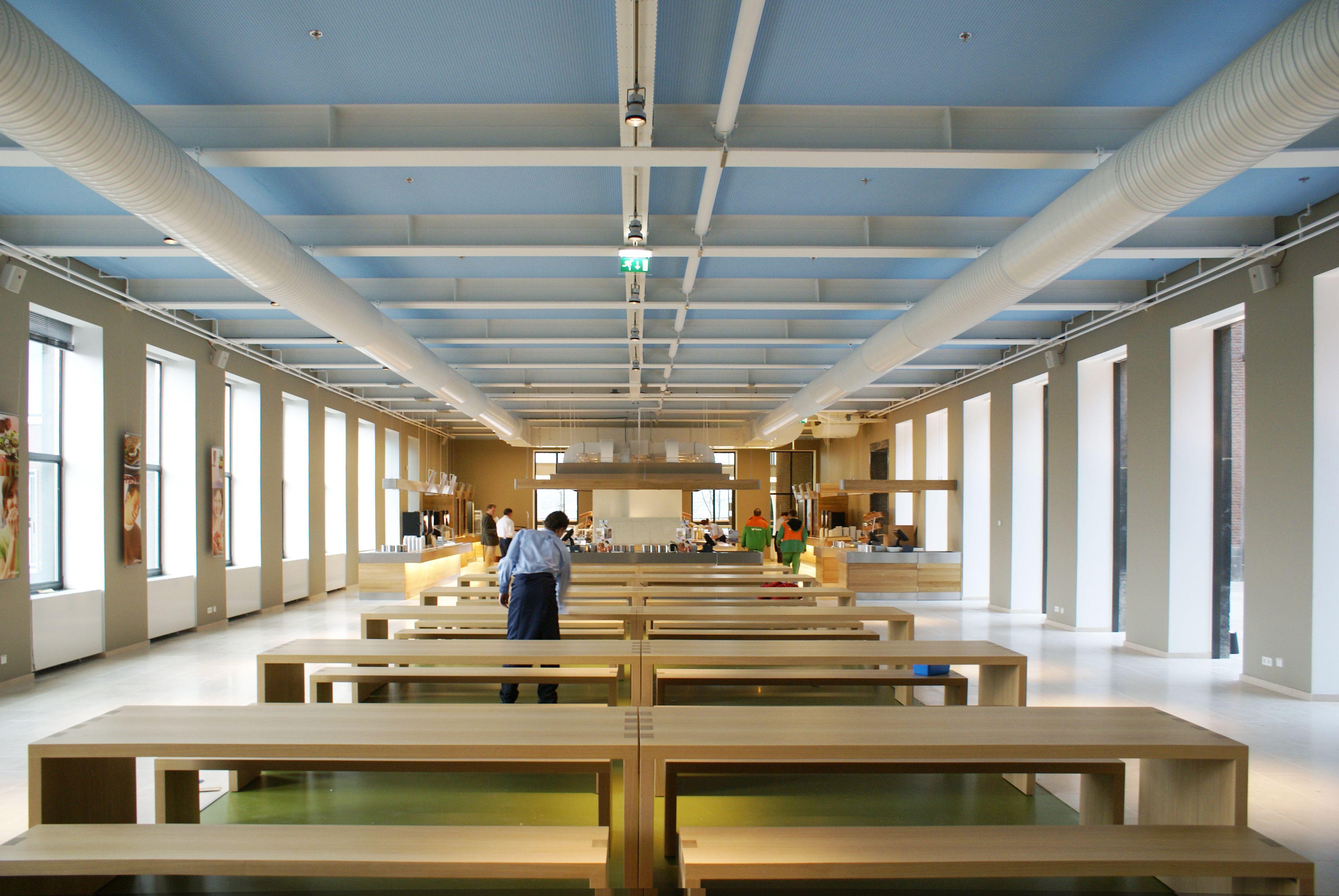 houten tafels #interieur Bedrijfsrestaurant - Essent Den Bosch ...