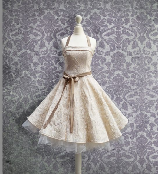 9bb8fe2de4ec69 Romantisches Petticoat-Kleid im Stil der 50er von Rockabillymode Kleider  Brautkleider Petticoatkleider auf DaWanda.com