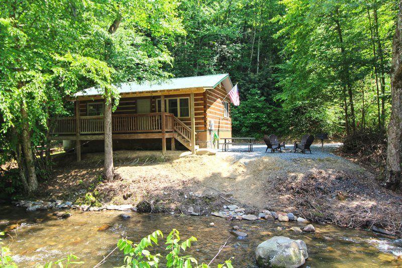 Bryson City Log Cabin Rental On Creek North Carolina Mountains North Carolina Vacation Rentals Log Cabin Rentals Smoky Mountain Cabin Rentals