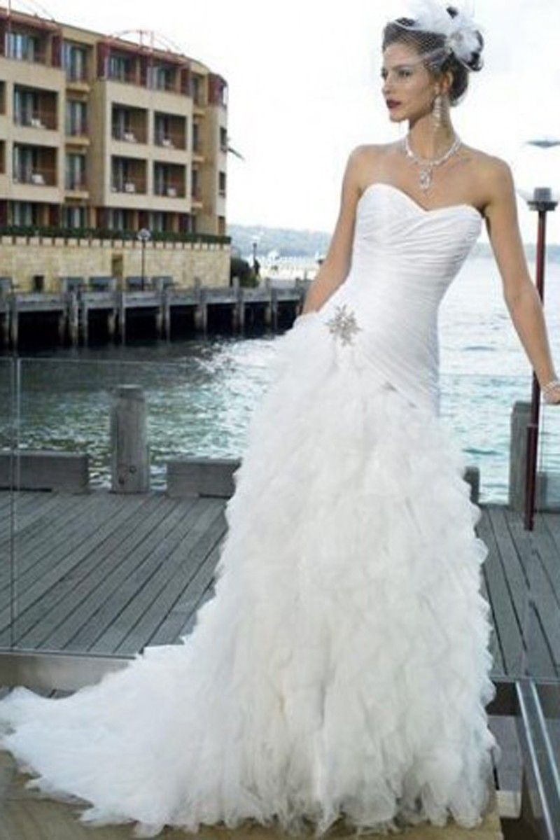 A-line Sweetheart Beading Sleeveless Chapel Train Wedding Dress for Brides