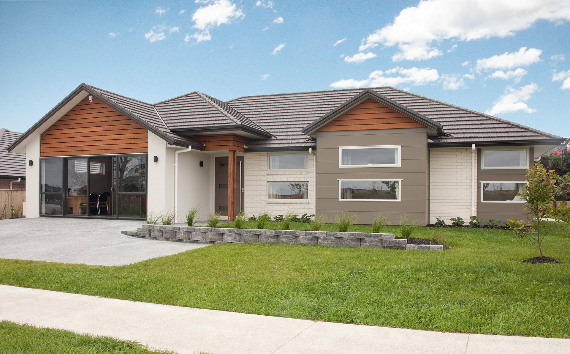 Showhomes millwater gj gardner homes exterior cladding cedar weatherboard sycon stria in resene triple stonewall nz brick distributors pearl brick