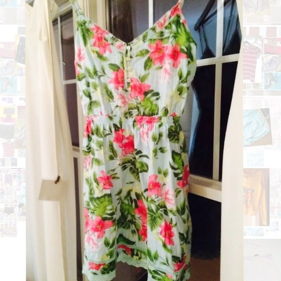 Hollister floral medium dress pretty Mint conditon Hollister Dresses Mini
