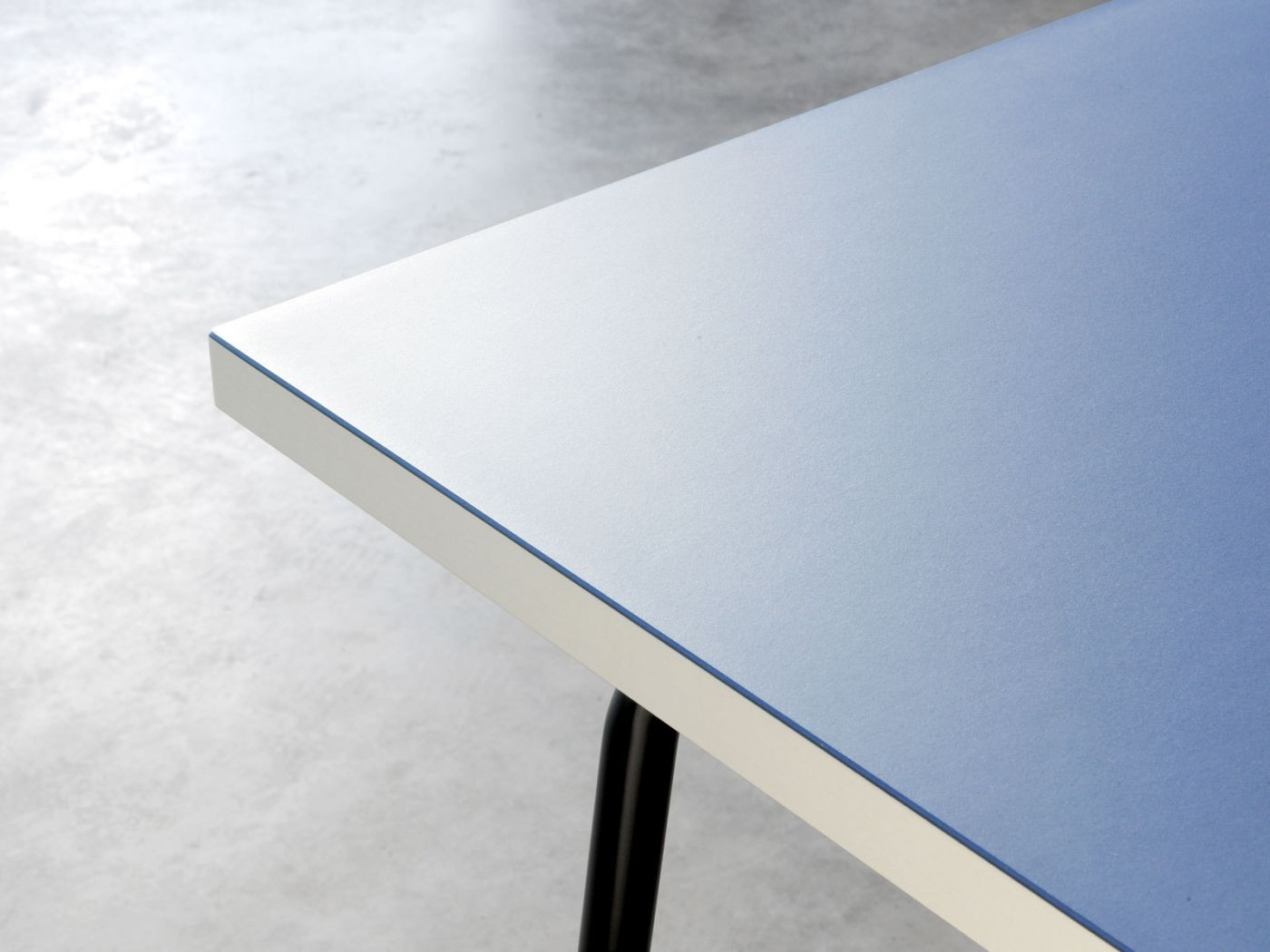 Sinus Table Linoleum