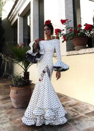 e76ea9b5b Famosas e influencers vestidas de flamenca en la Feria de Abril 2017 ...