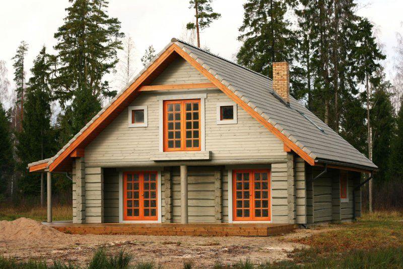 Krashenyj Derevyannyj Dom S Yarkimi Oranzhevymi Detalyami Log Homes Exterior House Log Homes