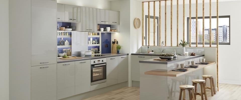 Howdens Greenwich Light Gloss Grey Kitchens | Greenwich Gloss Grey Kitchen  Range | Kitchen Families |