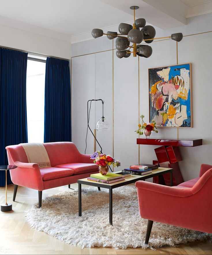 """For a recent project, a Greenwich Village townhouse for a family of four, Nicole Fuller worked with the homeowners to create a space fit for entertaining and the family's growing art collection. """"We wanted to bring uptown downtown,"""" Fuller says. #modern #greenwichvillage #hometour #interiordesign #artistic #homeinspo #townhouse #elledecor"""