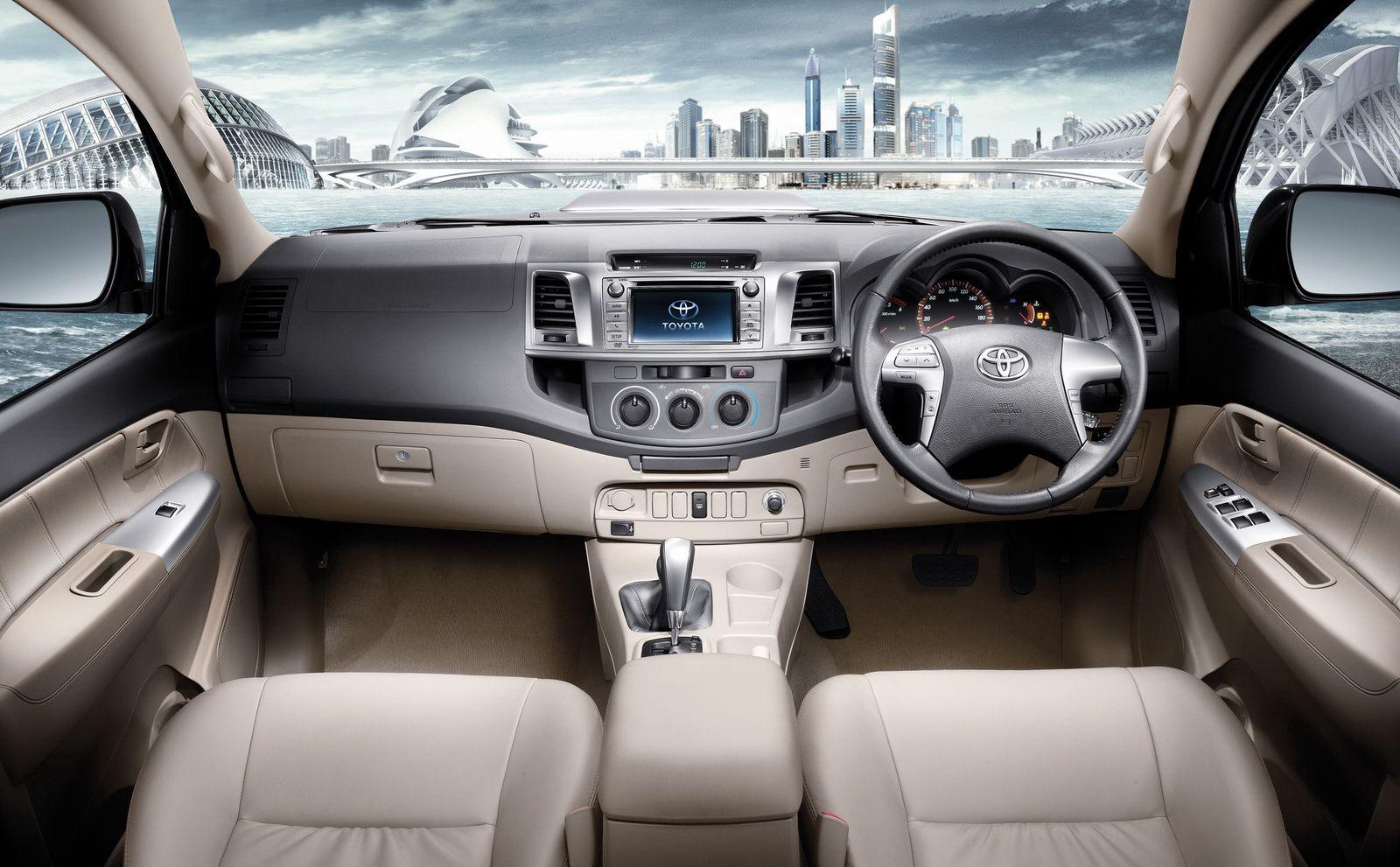 Toyota Hilux 25 - Interior.  Toyota hilux, Toyota tacoma