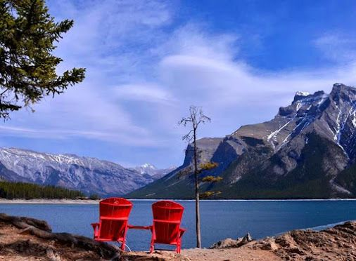 Lake Minnewanka located in the eastern area of #Banff National Park