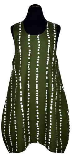 Das Lieblings Hemd ist ein knielanger Drüberzieher, nach unten tulpenförmig weiter werdend und bogig vorne kürzer und hinten länger.