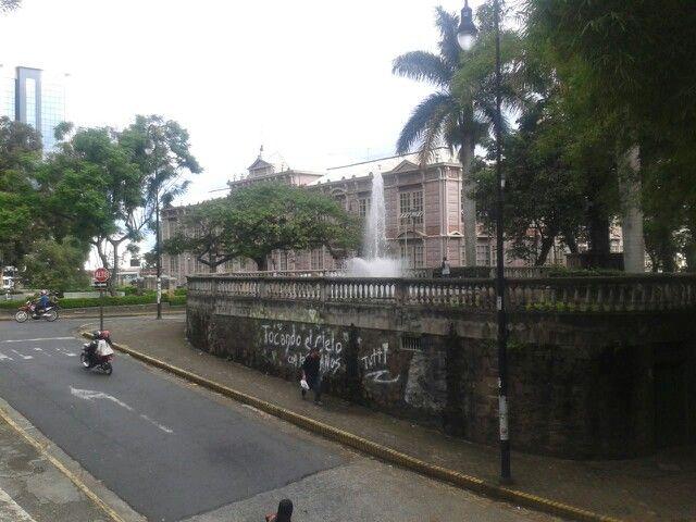 Parque España y Escuela Metálica