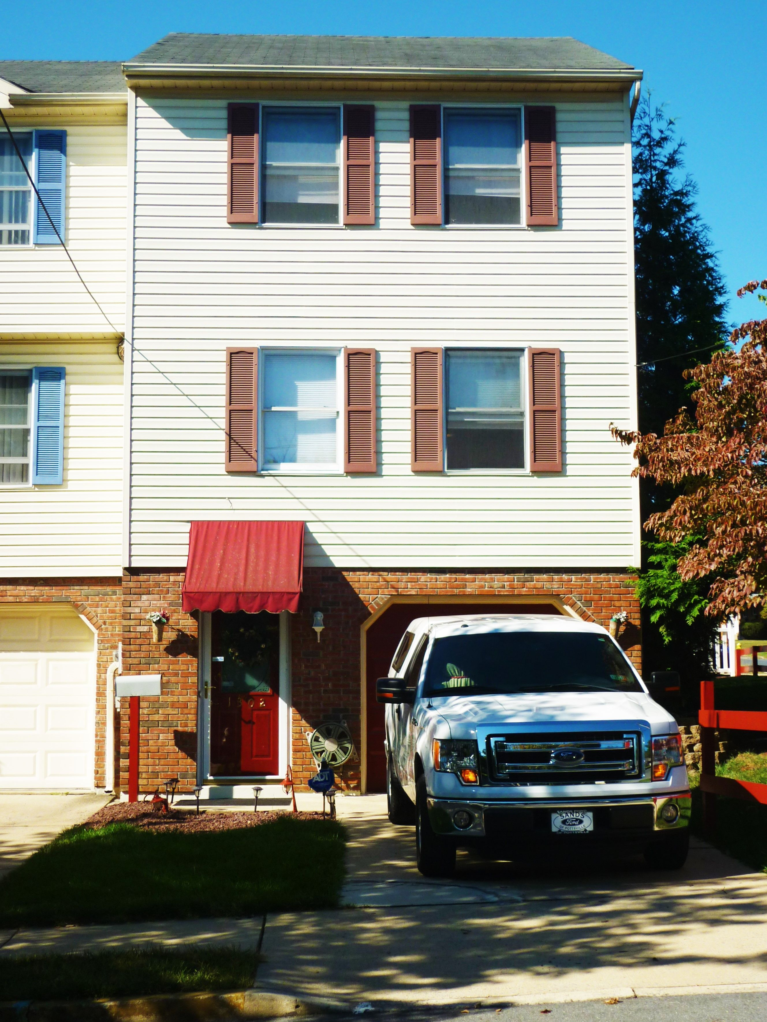 2 Bedroom Townhouse for sale. South Side Allentown. Real