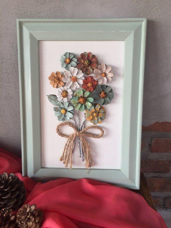 Articoli simili a Fatto a mano, Pinecone appeso a parete, incorniciato fiori di pinecone su Etsy #pineconeflowers