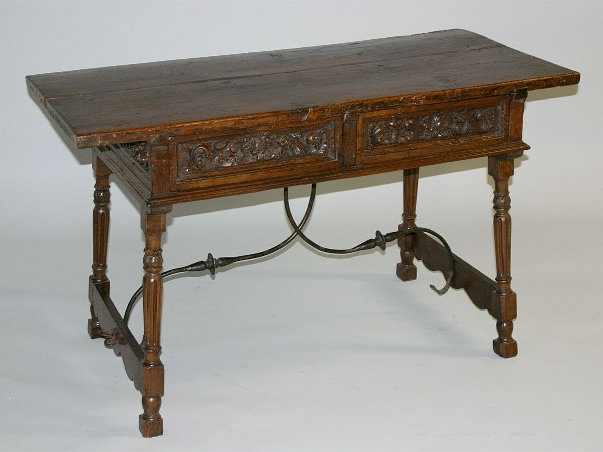 Here is a late spanish renaissance mesa table credenza for Ptable in spanish