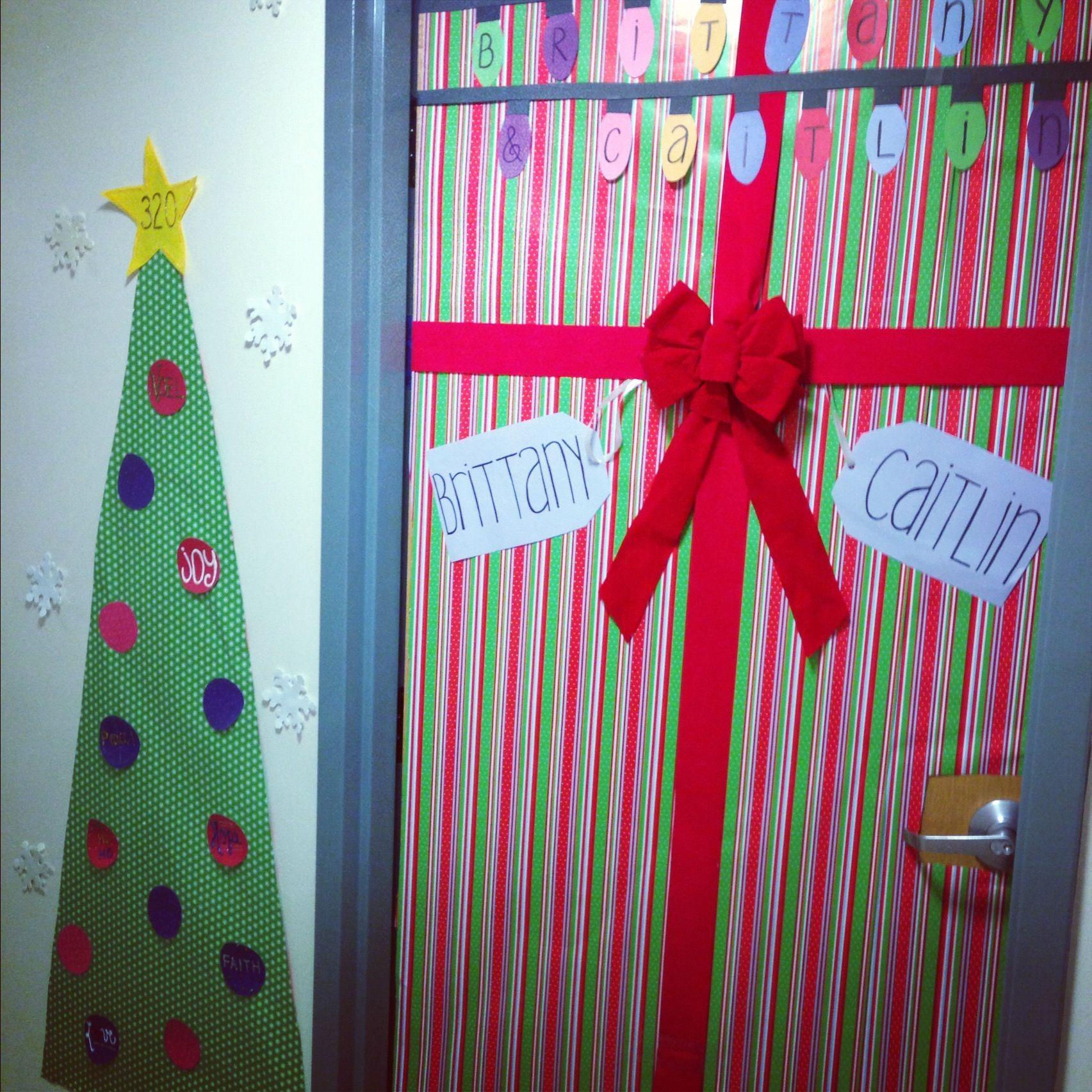 Christmas dorm door decorations - Dorm Door Decorations