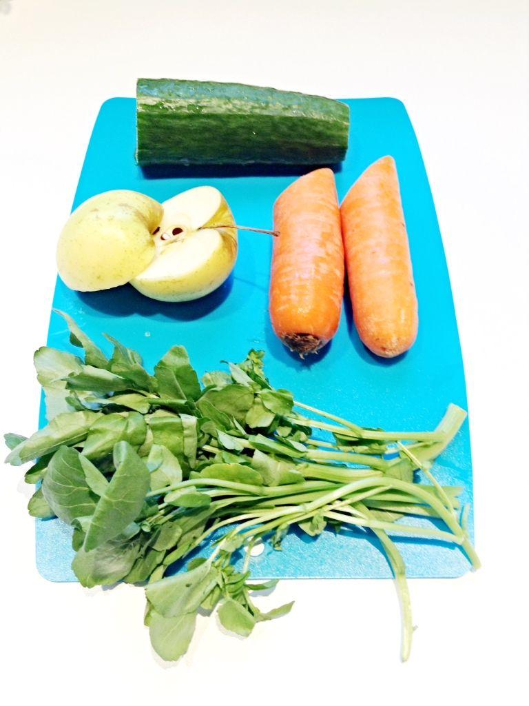 Concombre pomme carotte et cresson : le tout dans la centrifugeuse pour un jus detox !   Jus ...
