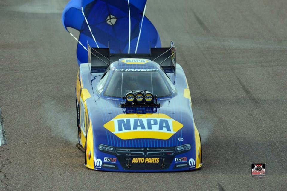 Ron Capps & Crew At the 2015 Phoenix nationals in the T/F Napa Funny Car.