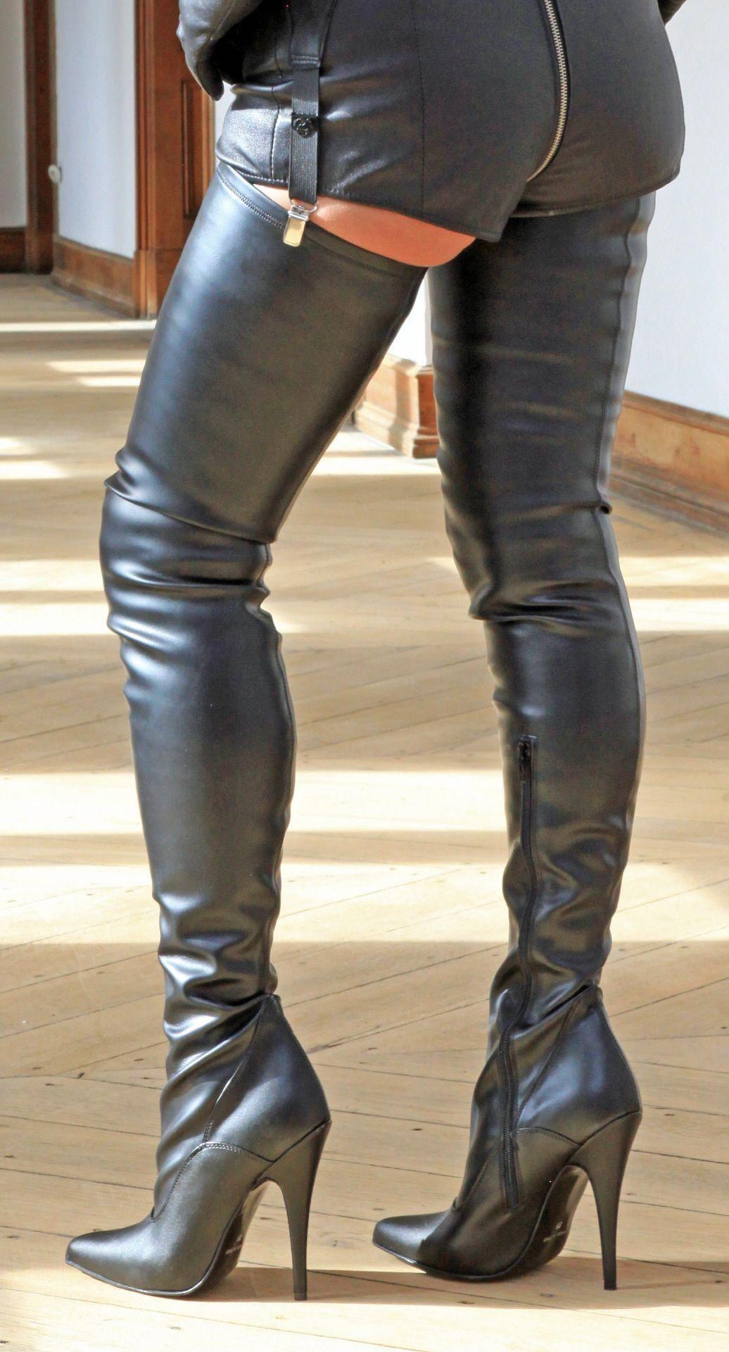 Schwarze Crotch Overknee Stiefel von MICELI #Highheels in