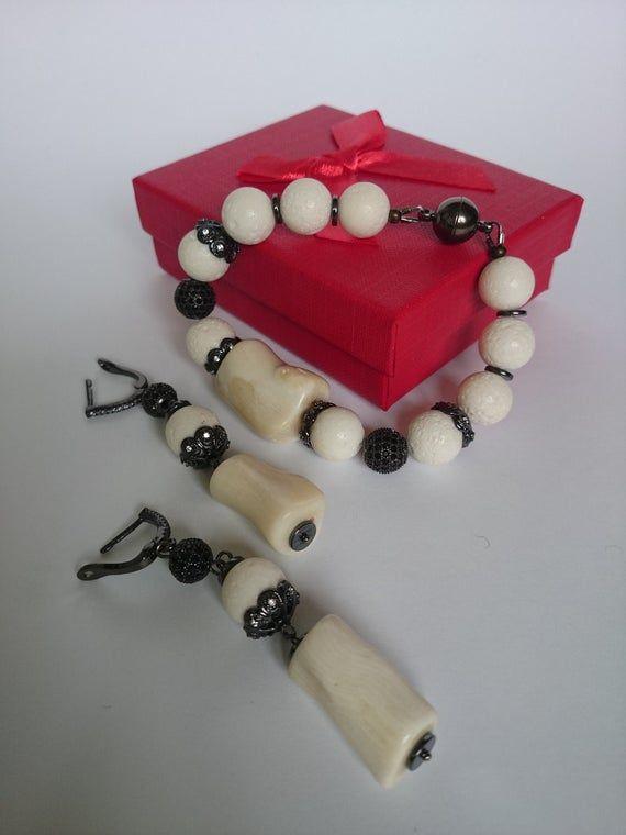 Photo of https://www.etsy.com/listing/653772991/prom-jewelry-set-dainty-jewelry-set?ga_order=most_relevant&ga