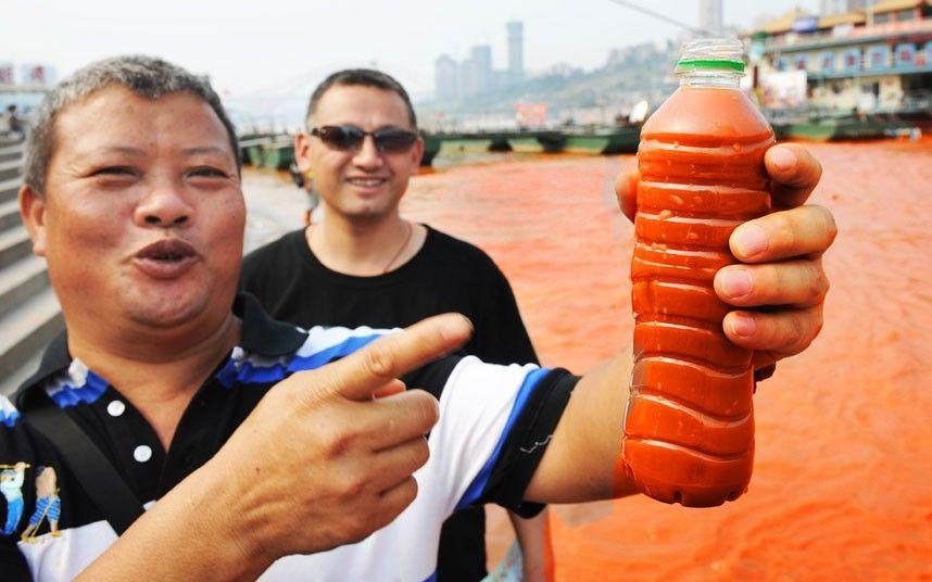تقرير مصورنهر اليانغتسى فى الصين يتحول الى اللون الأحمر