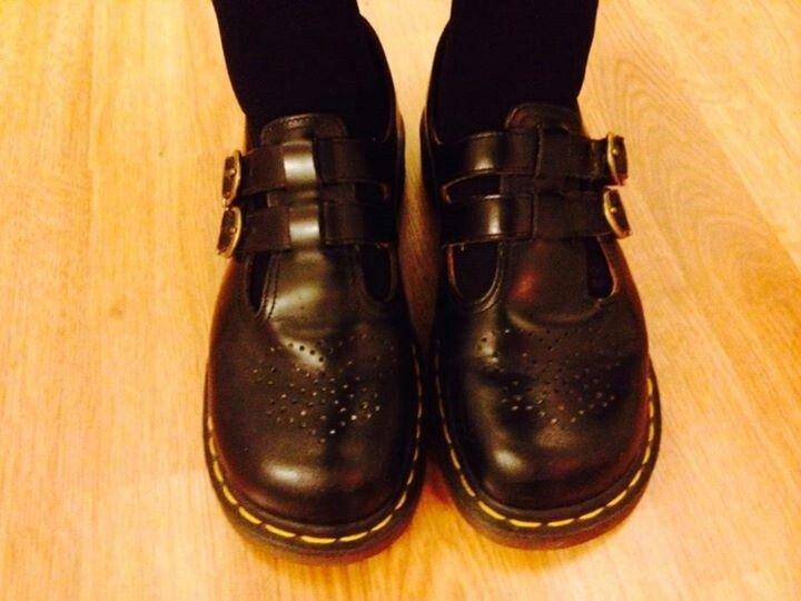 """No nyt!! """"Tilasin Etsyn kautta jenkeistä 70-luvun käytetyt retrovintage Dr. Martensit. Nyt ne on jalassa ja sopivat. Missähän kaikkialla näilläkin kengillä on ehditty seikkailemaan?! Kunpa tietäisin. Nyt ne on Espoossa."""""""