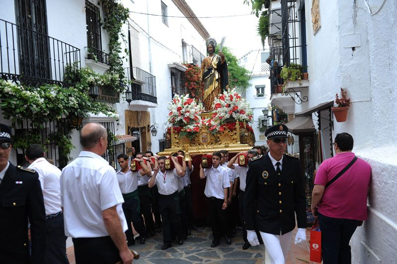 Cientos de personas acompañan al Patrón de Marbella (Málaga) San Bernabé