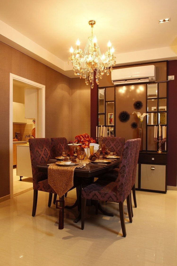 Dining Are With Wooden Table Display Unit