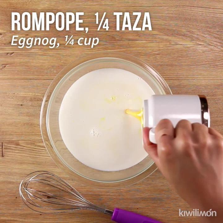 Pastel de 3 Leches de Rompope is part of Dessert recipes - Este pastel de rompope casero te encantará por su esponjadito, suave y rico bizcocho con un sutil aroma a limón, húmedo en tres leches de rompope, decorado con crema batida, fresas y menta  ¡No dejes de hacerlo!