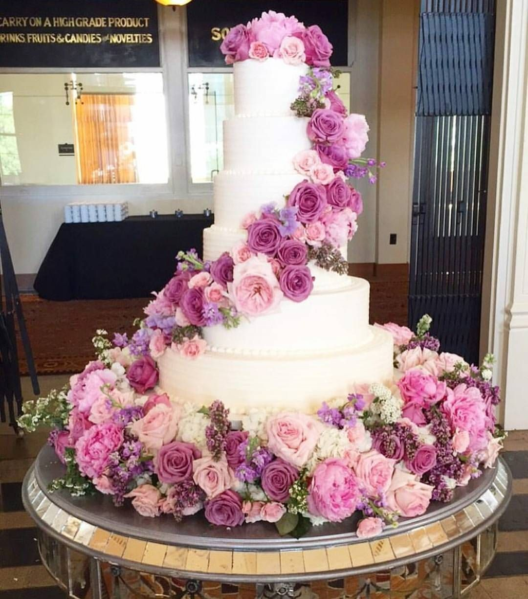 Flowers and cake are the best pair when it comes to wedding, and ...