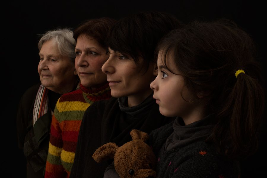 Family women - Four generation of women - portrait by Paolo Corradeghini