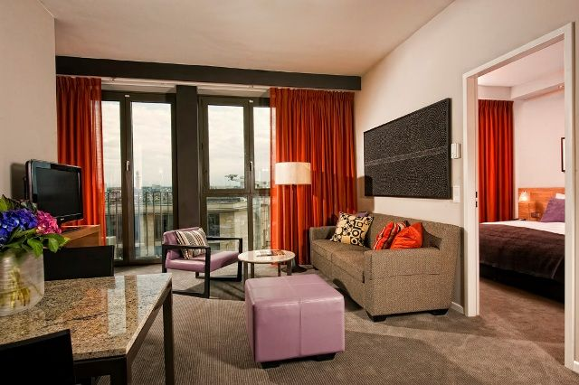 Das Adina Apartment Hotel Frankfurt Neue Oper bietet den Service, der von einem Hotel erwartet wird und viel Raum, um zu entspannen.