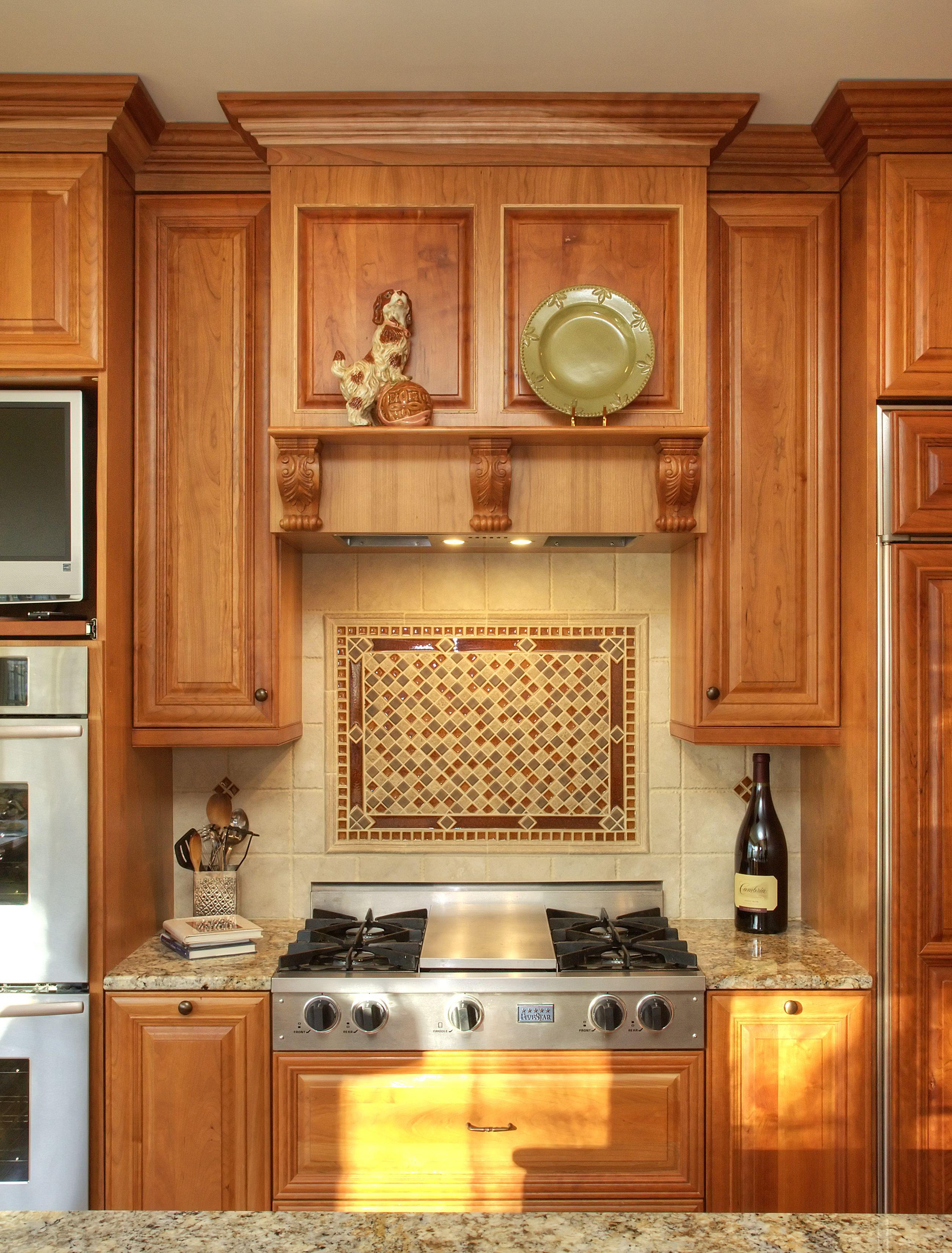 wooden kitchen cabinets backsplash