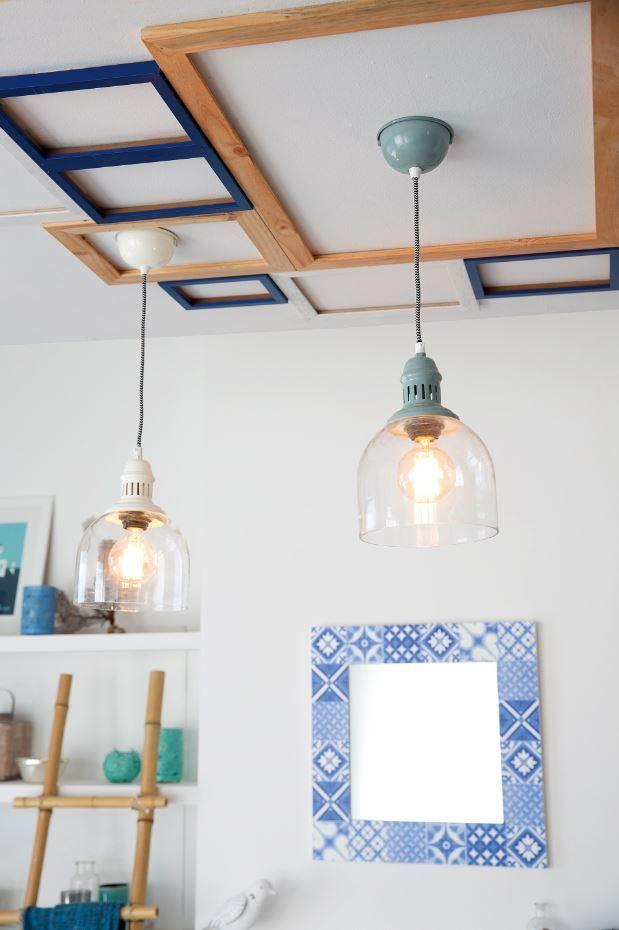 Decora el techo con las molduras de marcos de distintos tamaños y ...