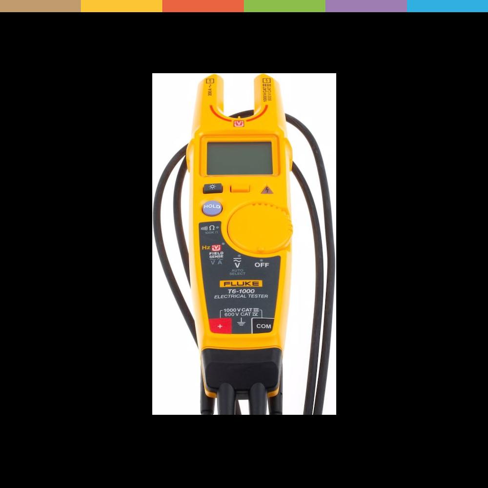 Das Elektroprüfgerät Fluke T6-1000 mit FieldSense ermöglicht Ihnen die Messung von Spannungen bis zu 1000 Volt ohne Messleitungen. Das Arbeiten in mit Drähten vollgestopften Elektroschaltkästen kann eine grosse Herausforderung darstellen, wenn Sie versuchen, einen sicheren metallischen Kontaktpunkt zu finden.Sicherer, schneller und effizienter. Und gelangen Sie überall hin, und testen Sie an den unmöglichsten Stellen. Elektriker arbeiten oft in mit Drähten vollgestopfte Schaltkästen, bei denen d
