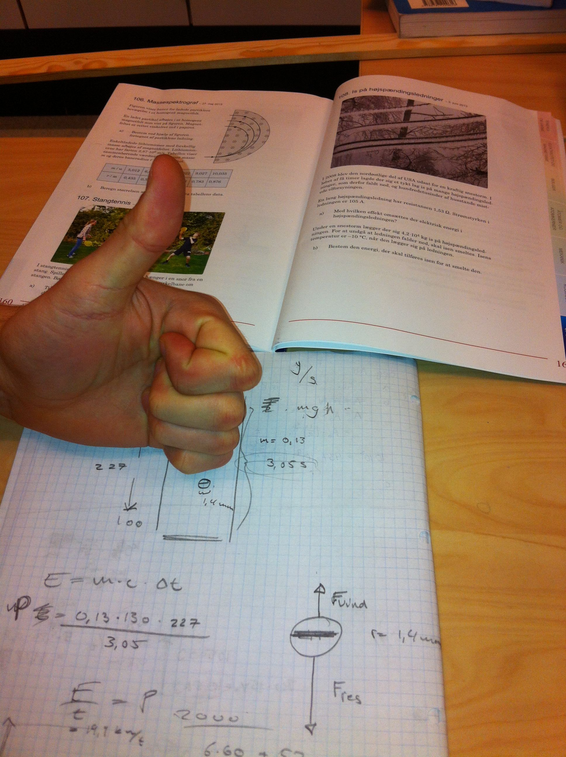 fysik, det er vejen frem, da uddannelse er vigtigt da et job er afgørende for at kunne fa job og bibeholde et leveværdigt liv,