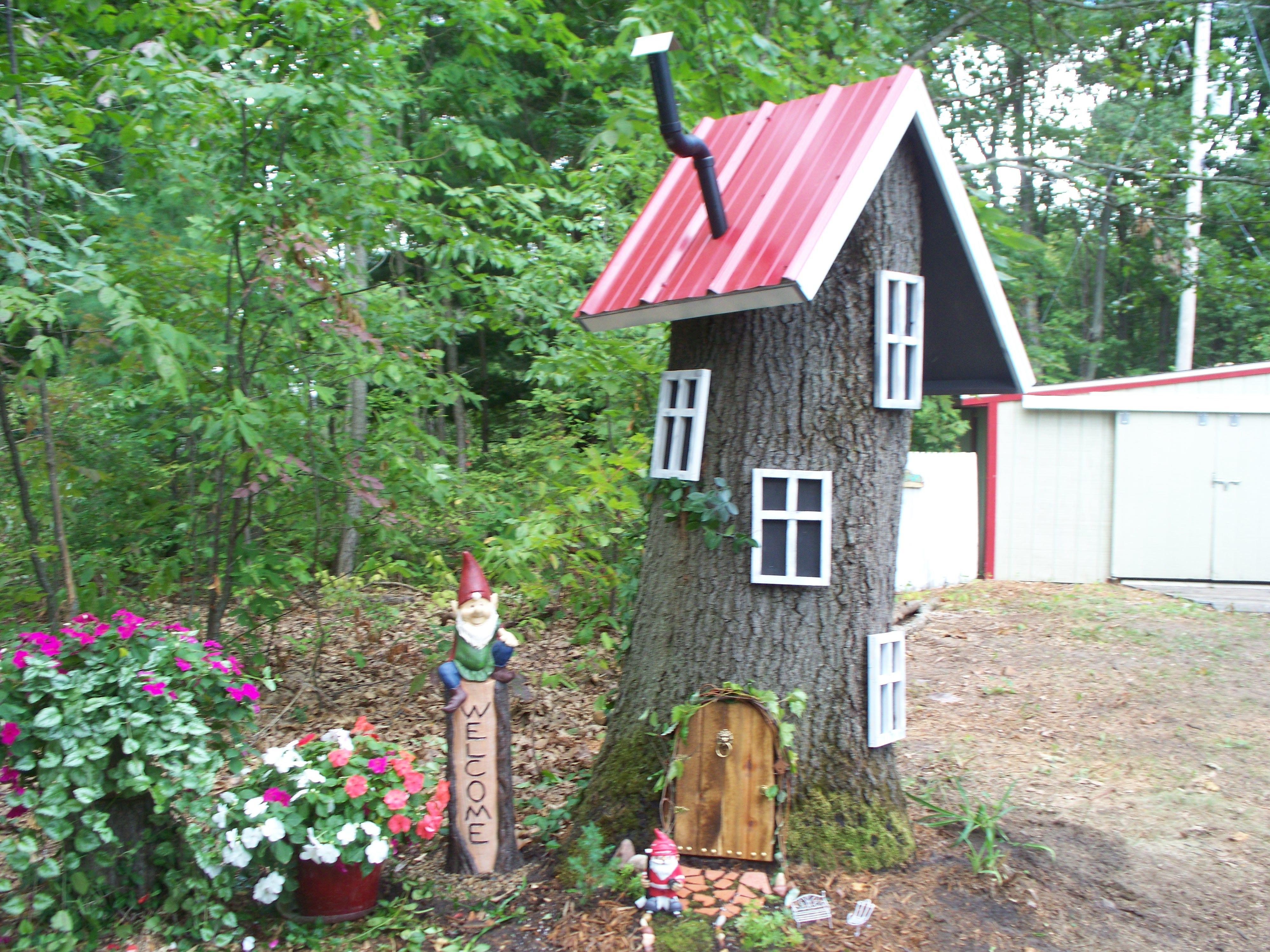 Gnome Tree Stump Home: Gnome Tree Stump House, Gnome