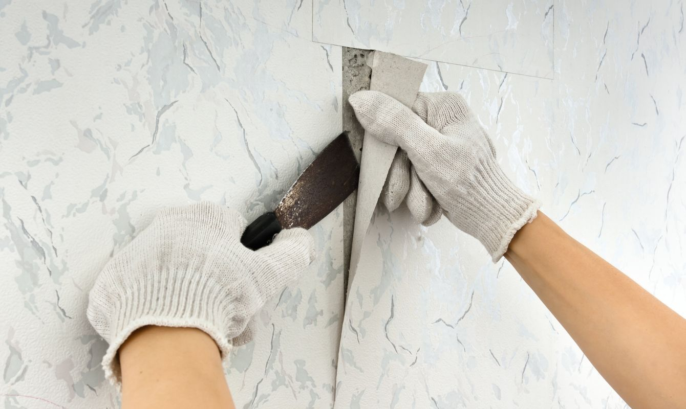 Removing Wallpaper Is A Daunting Job But It Isn T Impossible While There S No Quick Fix You Can Ac Removable Wallpaper Diy Diy Wallpaper Removable Wallpaper