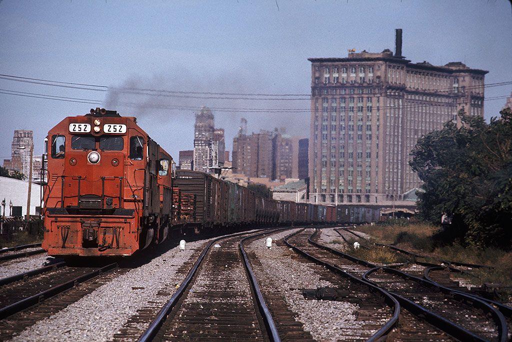 Dti 252 queen wb mc depot det mi 9576 copy railroad