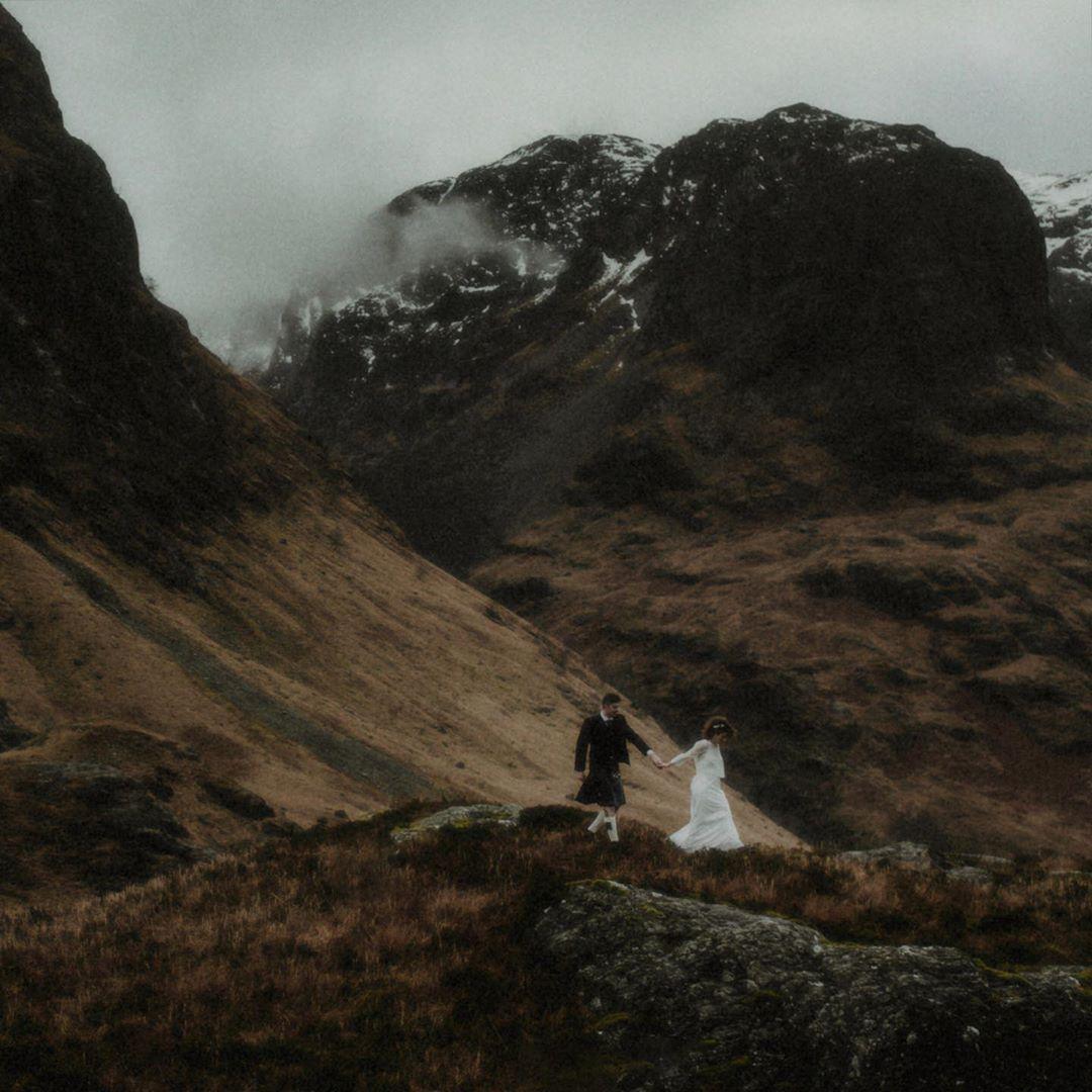 Scottish Winter Elopement Virginie Yann Married Under The Gaze Of The Snow Laden Gullies Of The Three Sisters In 2020 Winter Elopement Elopement Elope Wedding
