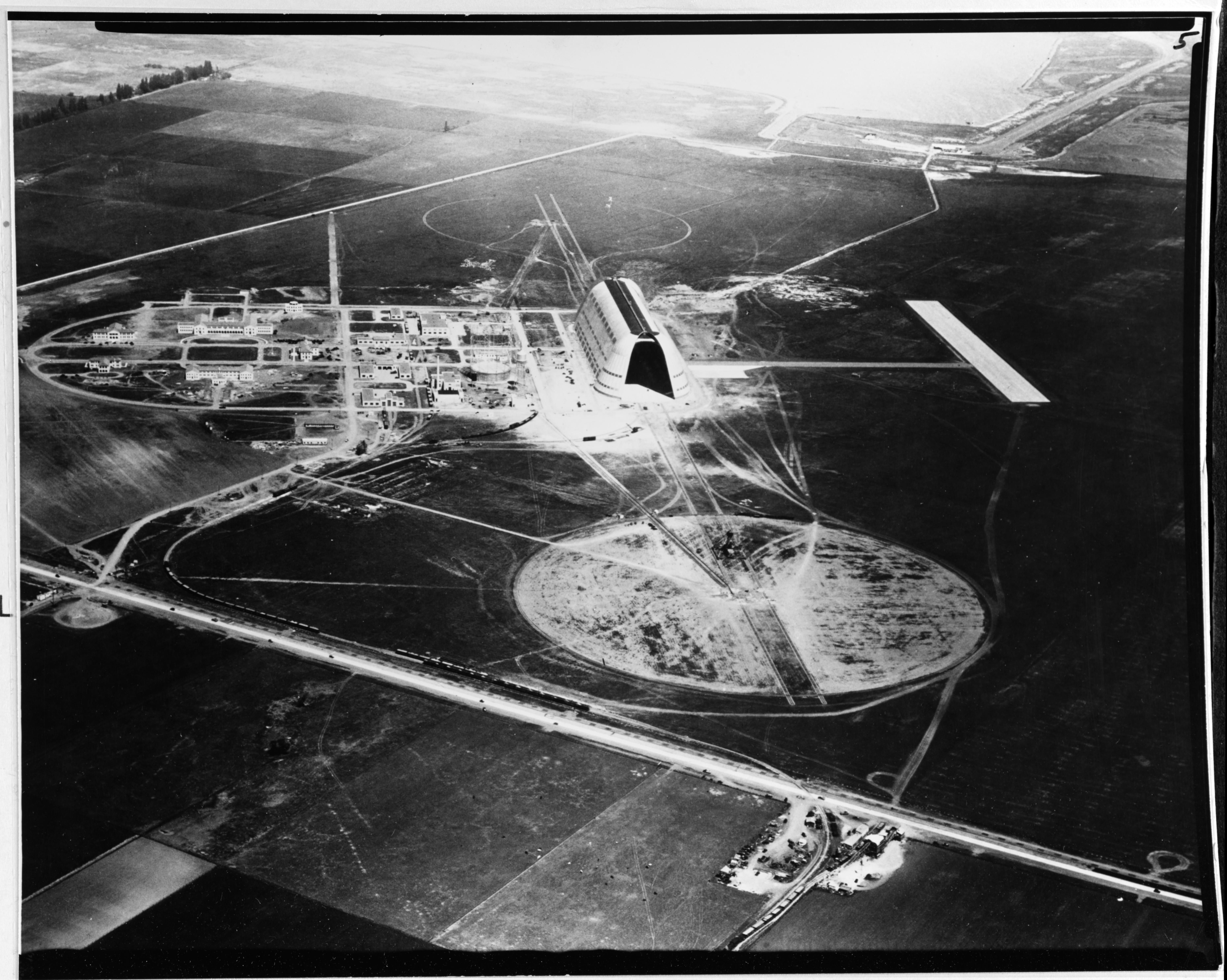 Naval air station sunnyvale california later moffett field naval air station sunnyvale california later moffett field looking north showing the newly malvernweather Gallery