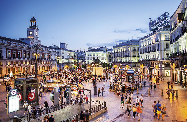 Barrio De Las Letras Casas Y Museos De Escritores Ilustres Cafés Literarios Y Teatros Adornan Las Calles Y P Barrios De Madrid Parques De Madrid Vida Nocturna