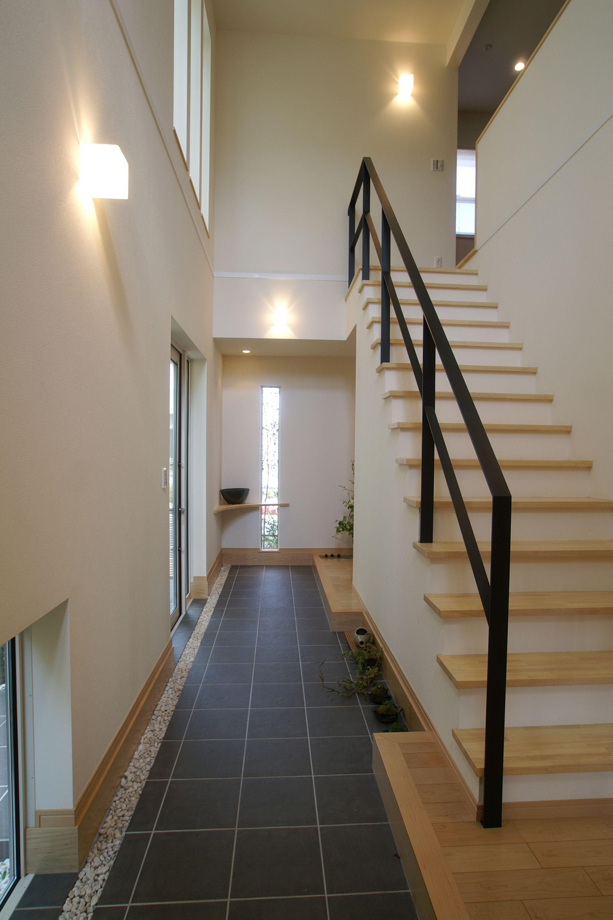 Totate Housing L Entrancehall 開放的な土間のある玄関ホール