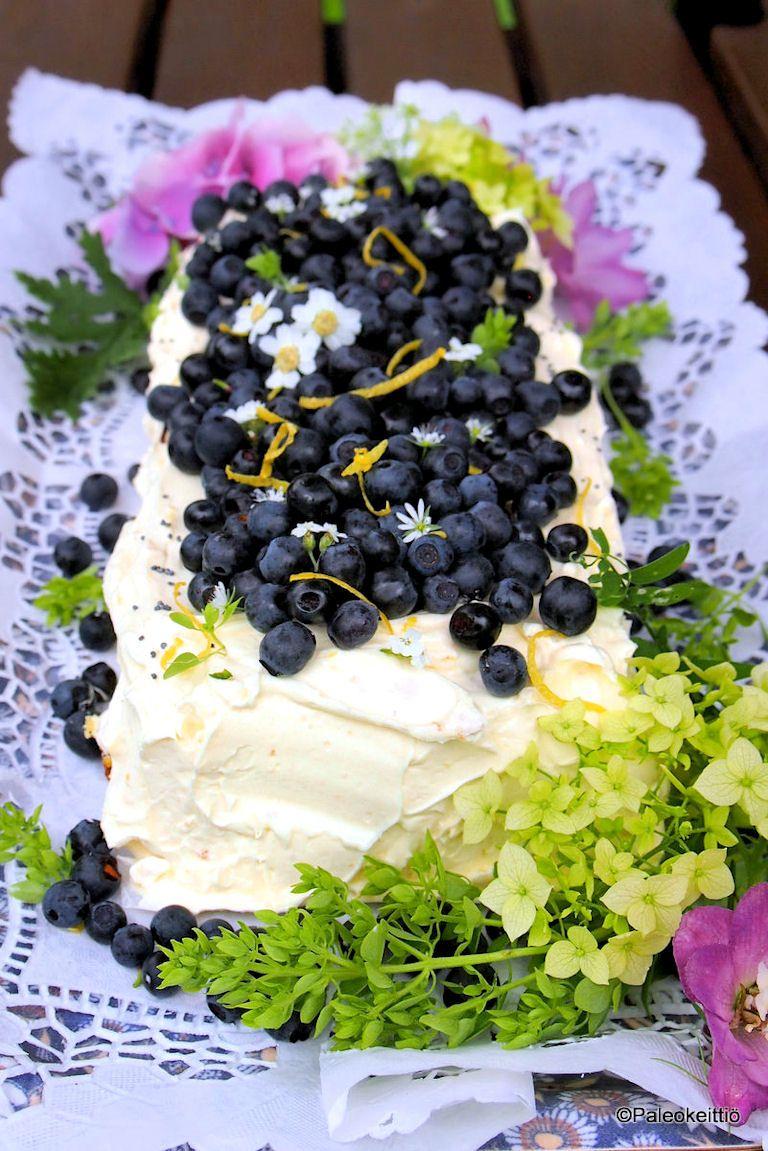 Kesän paras sitruuna-mustikkakakku – KESÄKURPITSASTA! (+ sitruunainen voikreemi) /// Tässä tulee kesän ehdottomasti paras kakku! Sitruunainen kesäkurpitsakakku, joka on odotellut testausta jo hyvän aikaa. Inspiraation ja pohjan kakulle tarjosi Master Chef Australiasta tuttu Georgia…