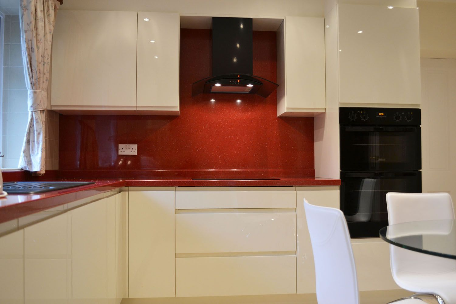 Cream Base And Red Worktop Kitchen Google Search