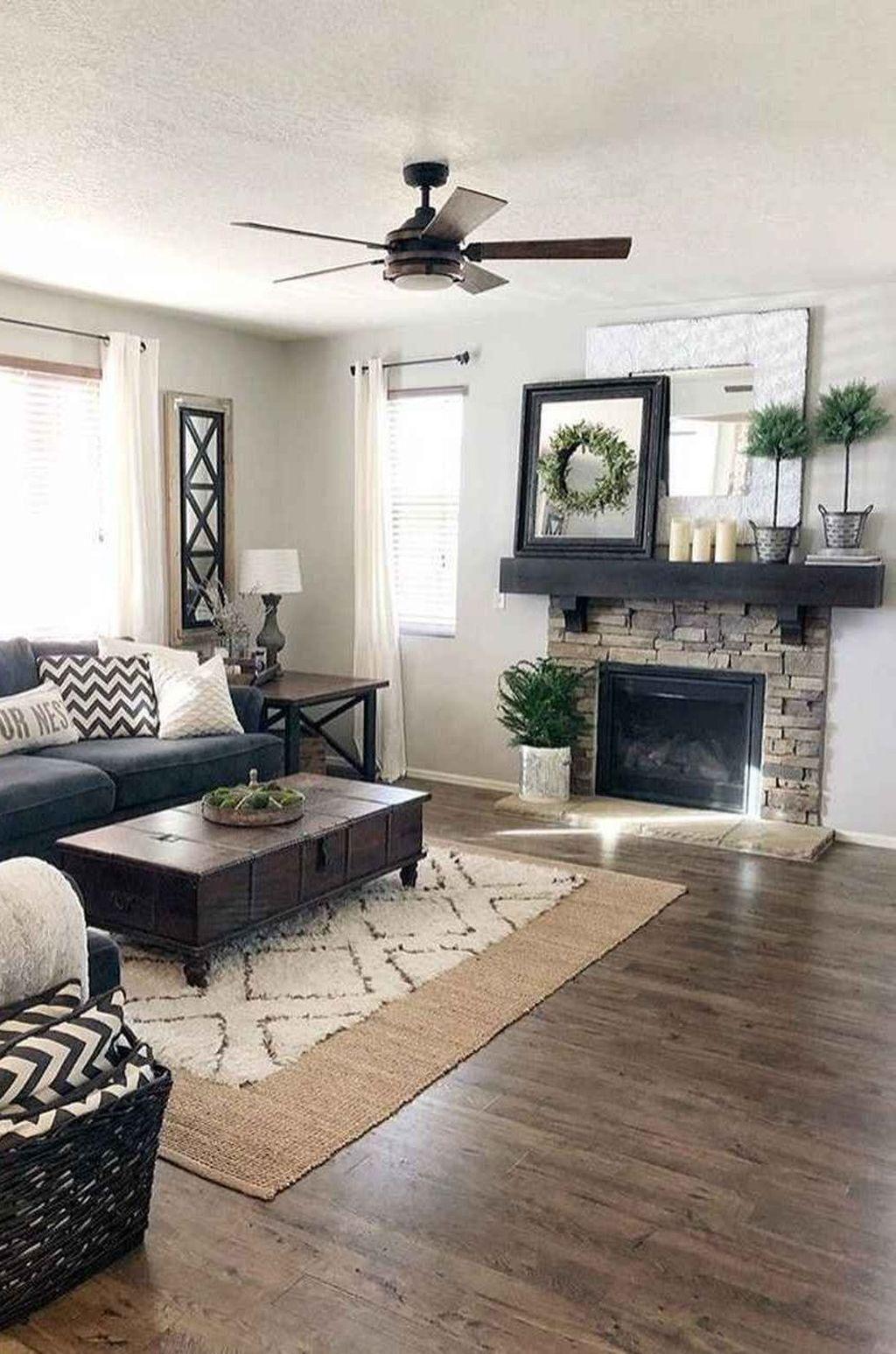 31 popular farmhouse interior design ideas that will make on gorgeous modern farmhouse entryway decorating ideas produce a right one id=96650