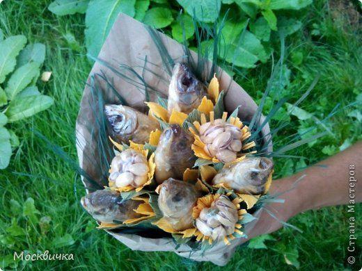 Букет из фисташек сухариков и рыбы фото