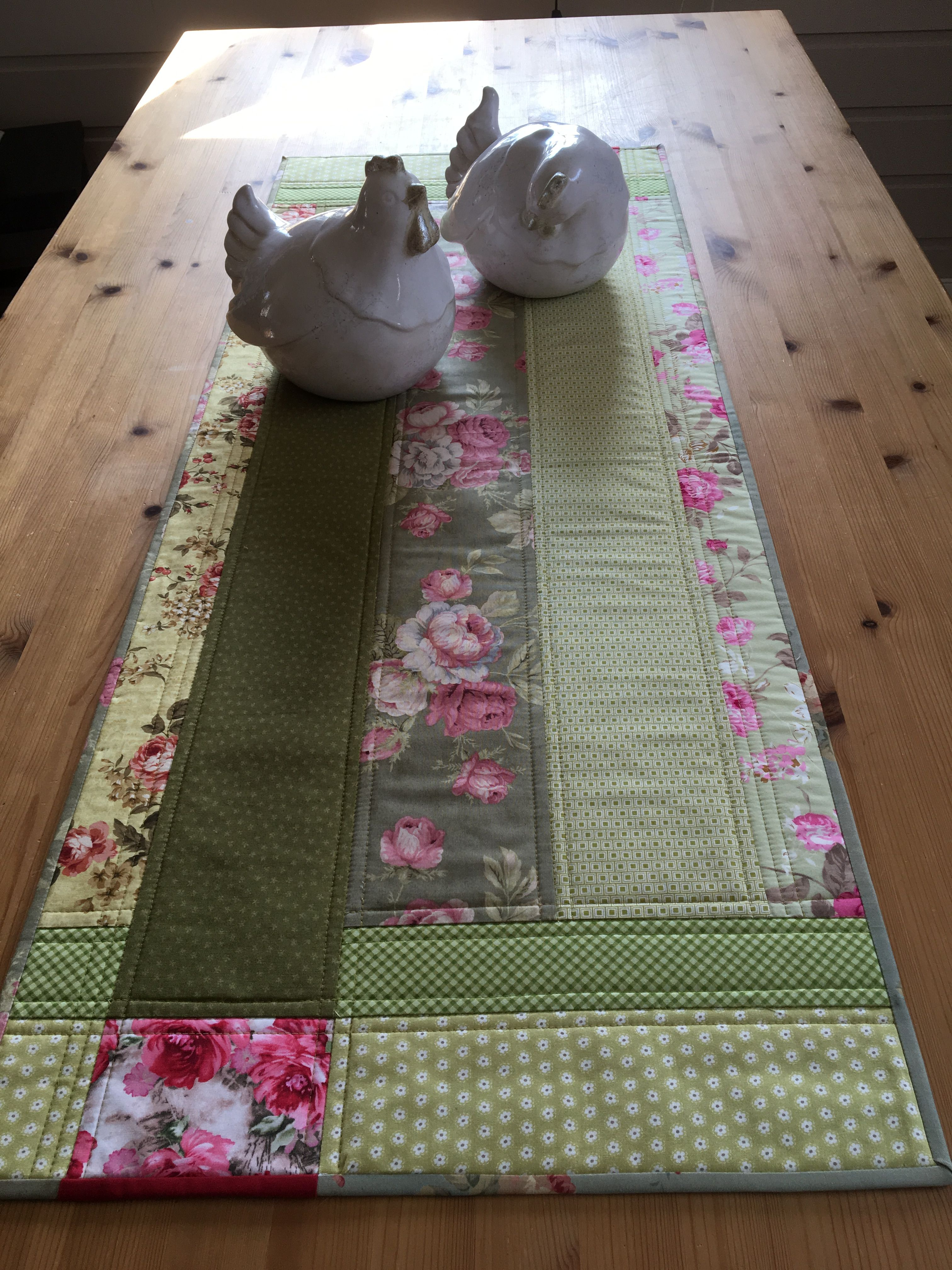 Rose Pink And Green Make A Pretty Spring Or Summer Table Runner Summer Table Runner Quilted Table Runners Table Runner Diy
