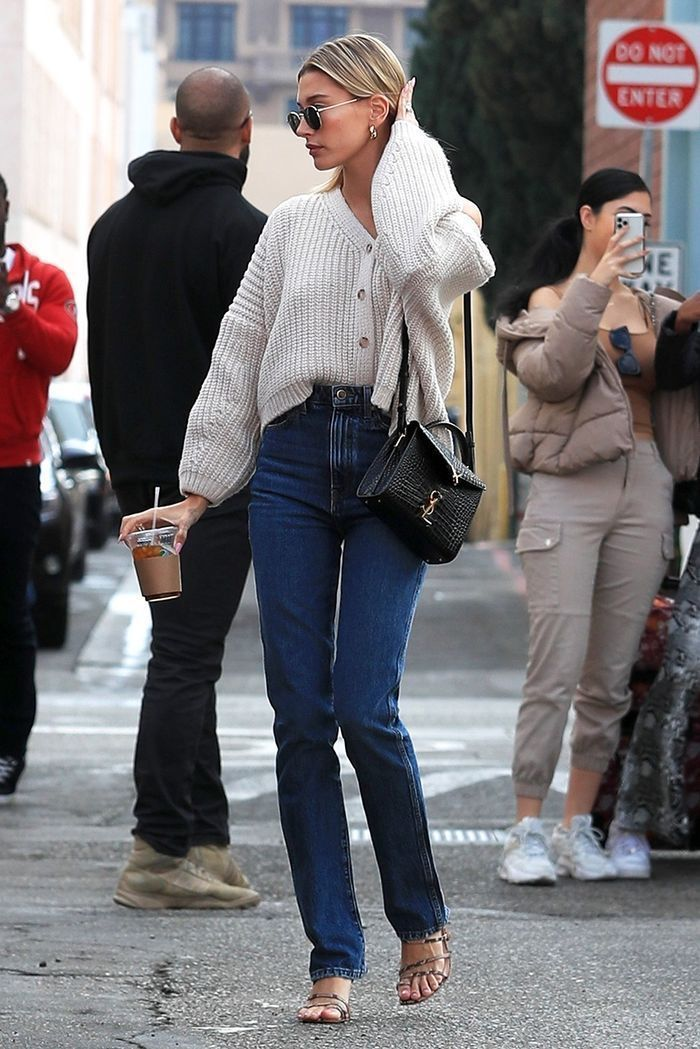 Photo of Hailey Bieber Wore the Skinny-Adjacent Denim Trend Everyones Losing It Over #Ove…