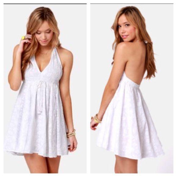 White: Sleek & Chic - Billabong Halter Dress White: Sleek & Chic - Billabong Halter Dress. Worn once. Billabong Dresses